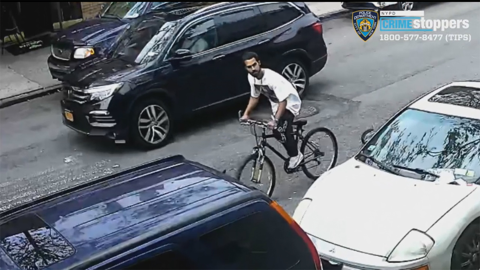 Police searching for bandit on bicycle stealing phones from women in the Bronx