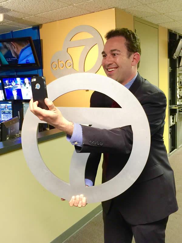 "<div class=""meta image-caption""><div class=""origin-logo origin-image none""><span>none</span></div><span class=""caption-text"">ABC7 News Technology Reporter Jonathan Bloom takes a selfie to show off his Super Bowl 50 spirit. (KGO-TV/ABC7 News)</span></div>"