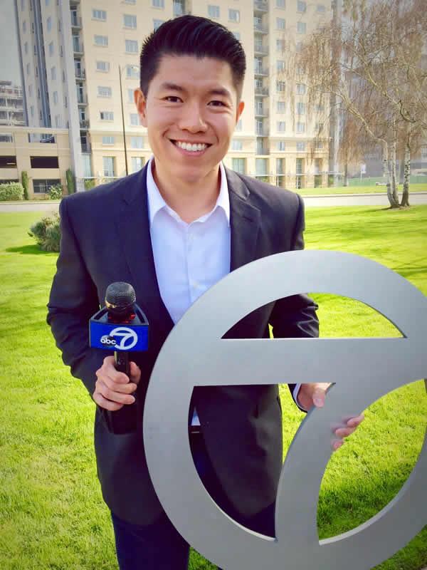 "<div class=""meta image-caption""><div class=""origin-logo origin-image none""><span>none</span></div><span class=""caption-text"">ABC7 News Reporter Chris Nguyen poses for a photo to show off his Super Bowl 50 spirit. (KGO-TV/ABC7 News)</span></div>"
