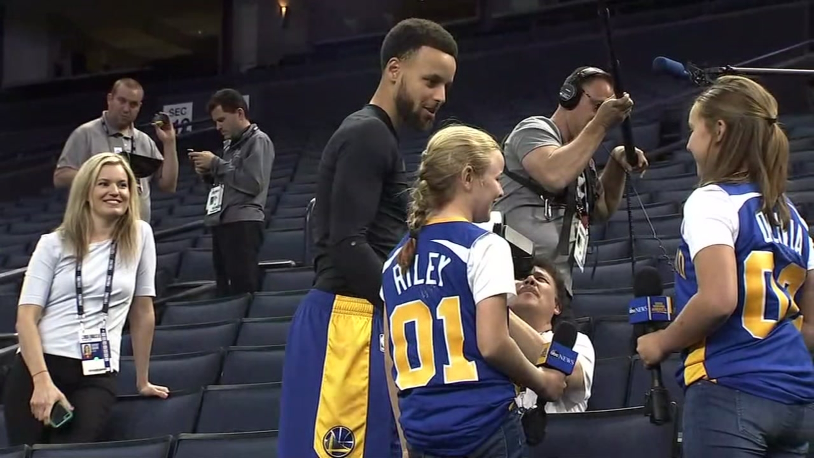Napa Girls Score Courtside Interview With Stephen Curry At Warriors Practice Ahead Of Game 3 Abc7 San Francisco