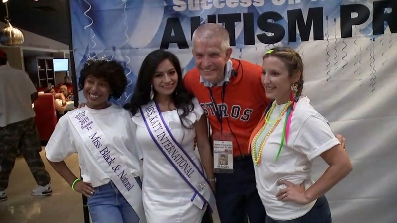 Mattress Mack Throws Prom Night At Gallery Furniture For Children With Autism