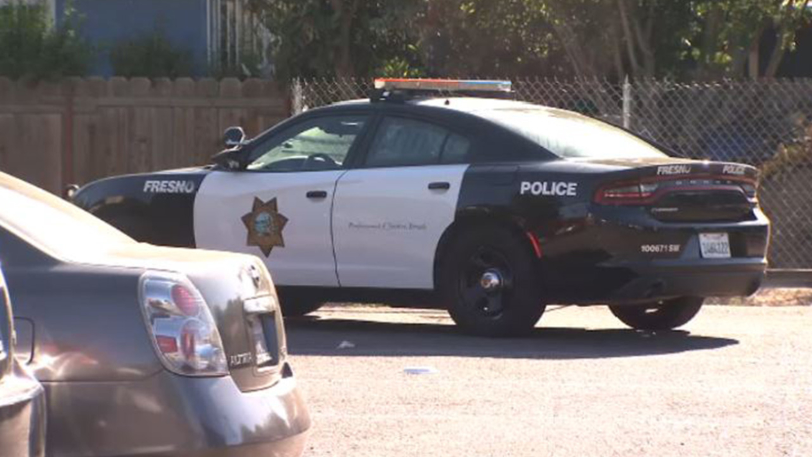 Man stabbed during robbery in Central Fresno parking lot