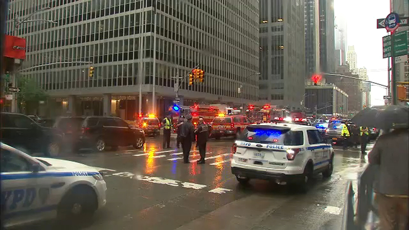 Pilot killed in helicopter crash-landing on Midtown, Manhattan