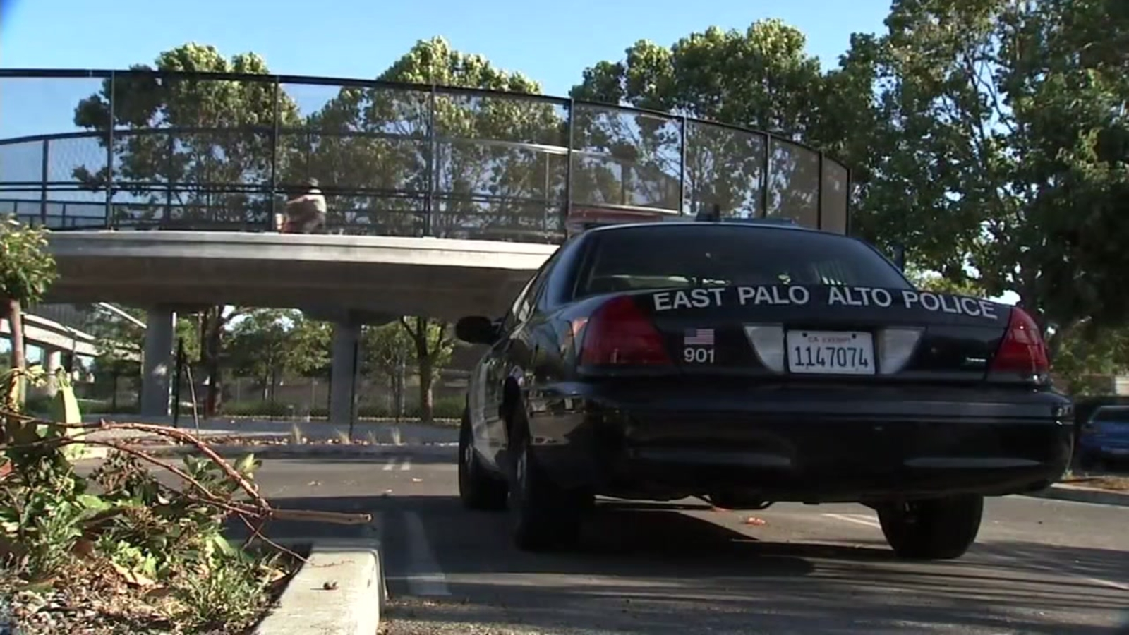 Police looking for group of teens who attacked 2 people on East Palo Alto pedestrian bridge