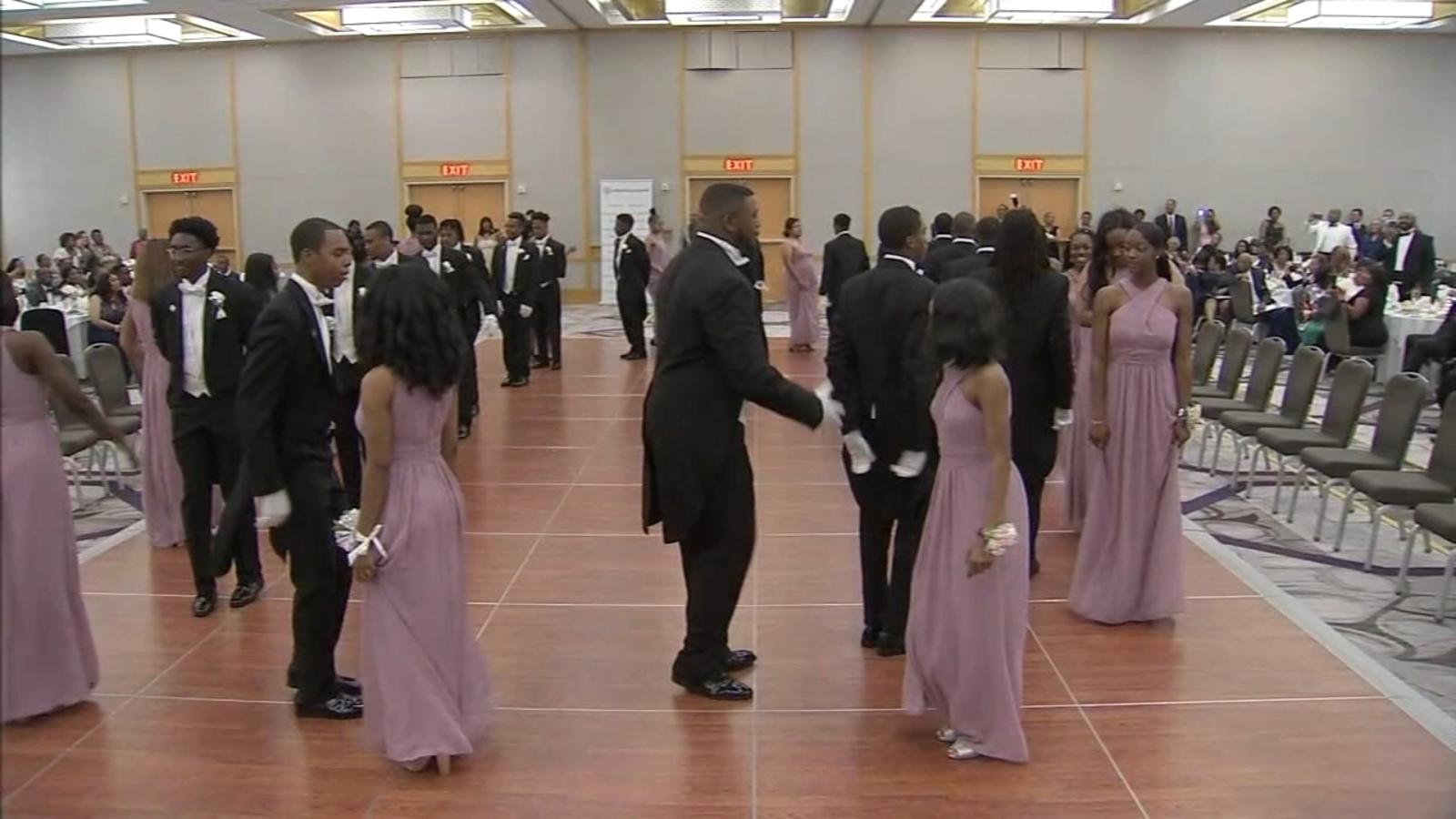High school seniors take part in 'Gentlemen's Ball'