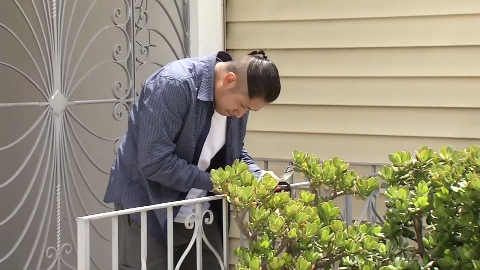 Only On Abc7news Com Tracking Down Fake Landlord Who Duped South San Francisco Family Out Of 10 000 Abc7 San Francisco