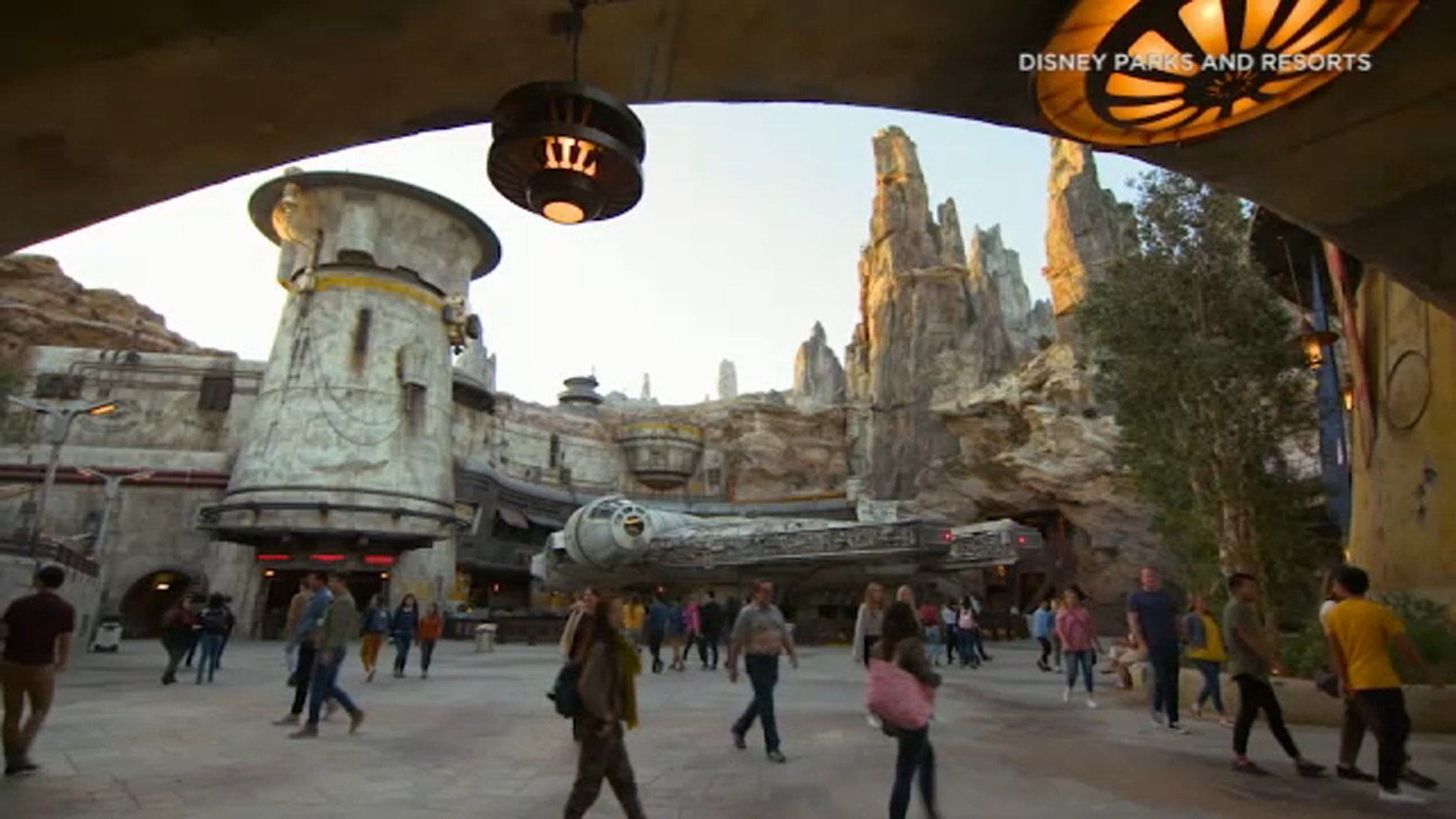 Star Wars Galaxy S Edge Virtual Queuing System What You Need To Know Abc7 New York