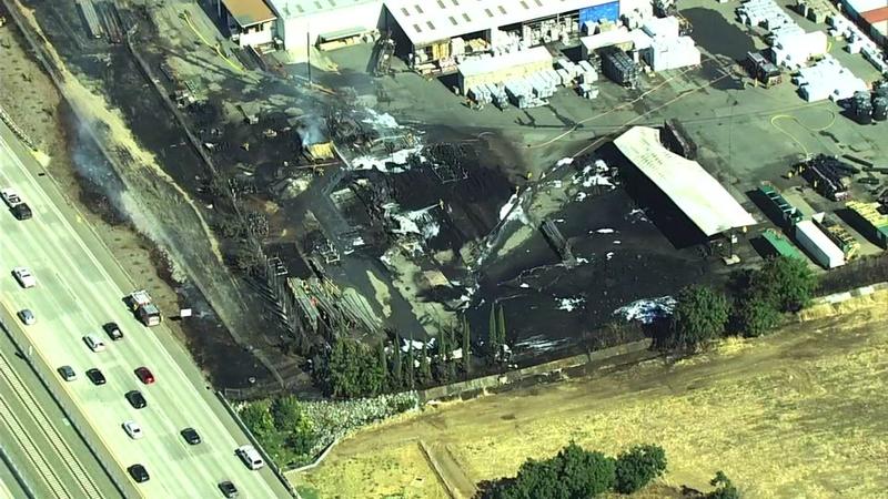 Pittsburg Ca News >> Firefighter Hurt Battling 3 Alarm Fire At Pittsburg Lumber Yard