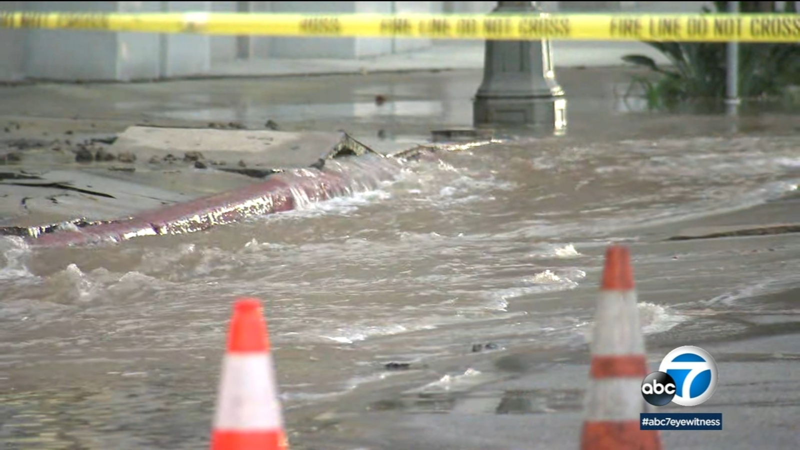 Major water main break flooding streets in downtown Los Angeles