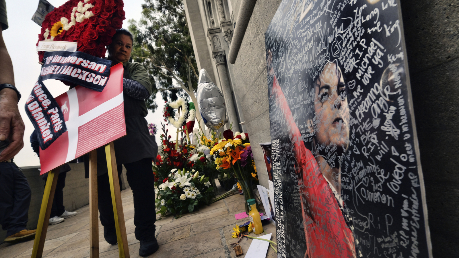 Michael Jackson tributes flow on 10th death anniversary