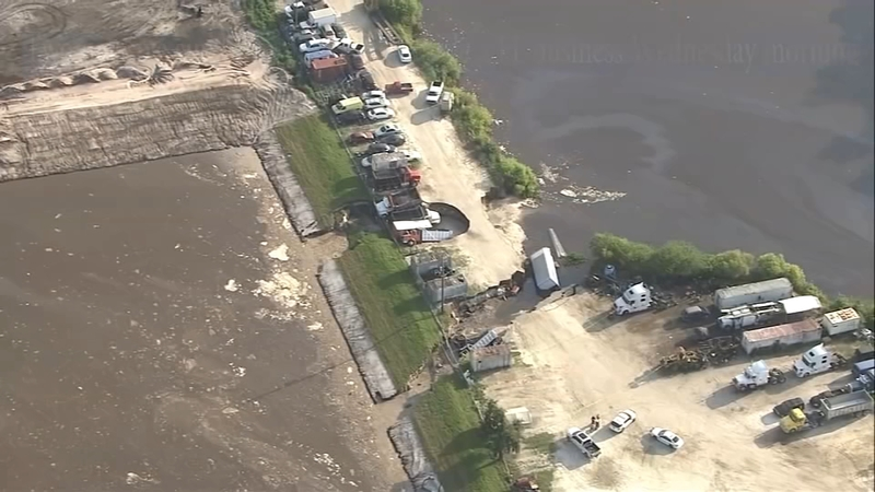 Massive Sinkholes Open Swallow Construction Trucks Outside Of Florida Business Officials Say
