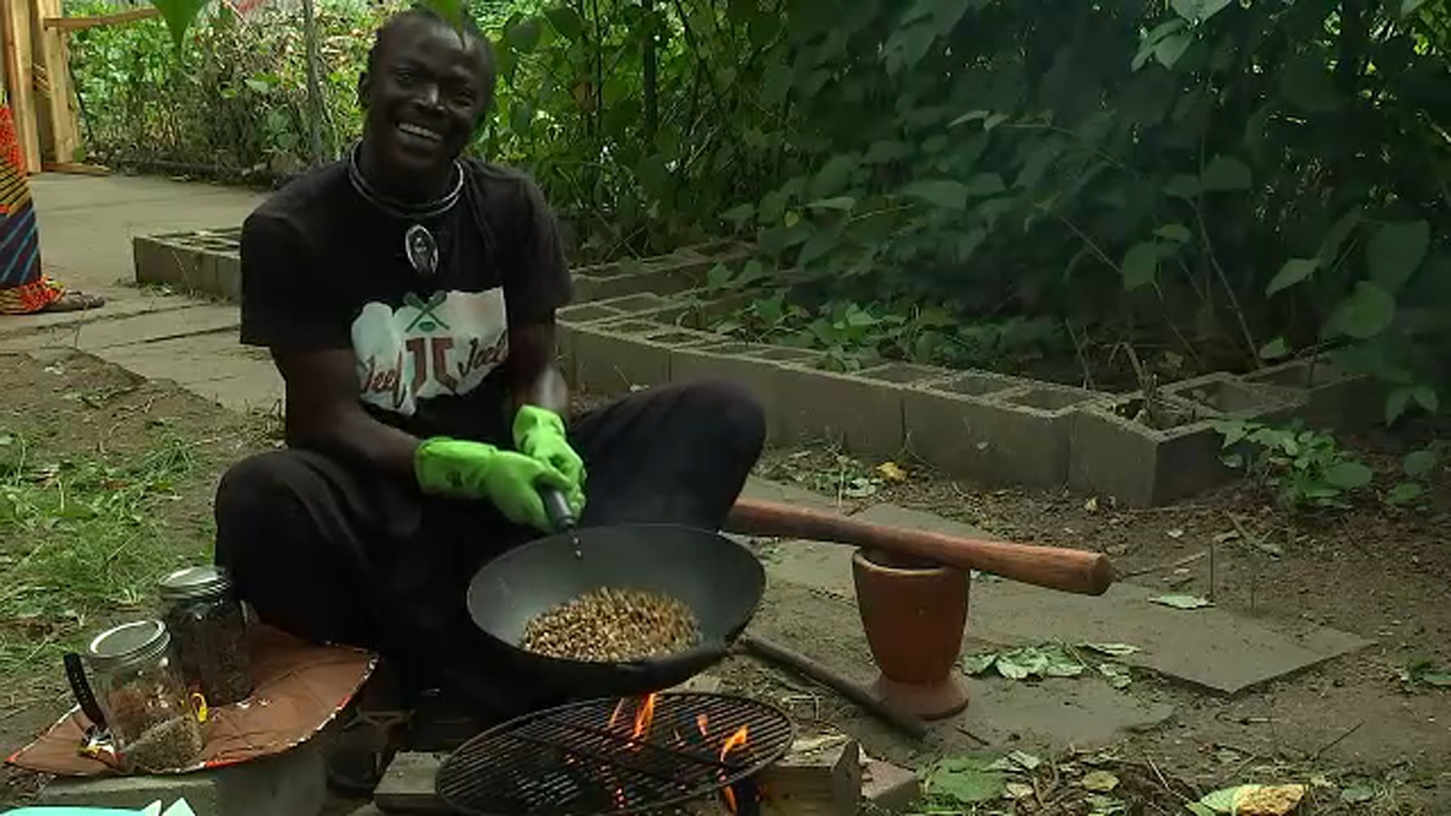 Brooklyn entrepreneur roasts coffee by hand for a cause