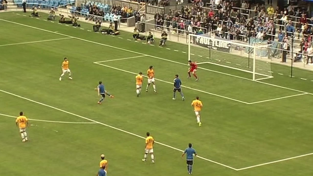 The San Jose Earthquakes beat the Los Angeles Galaxy 3-2 in their new Avaya Stadium in San Jose.