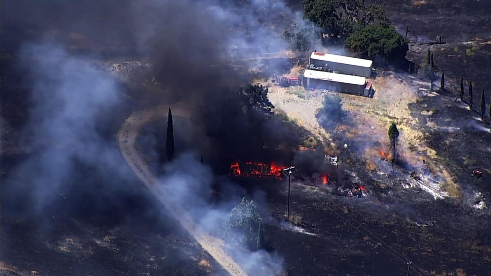 San Jose brush fire burns 47 acres, destroys 2 homes