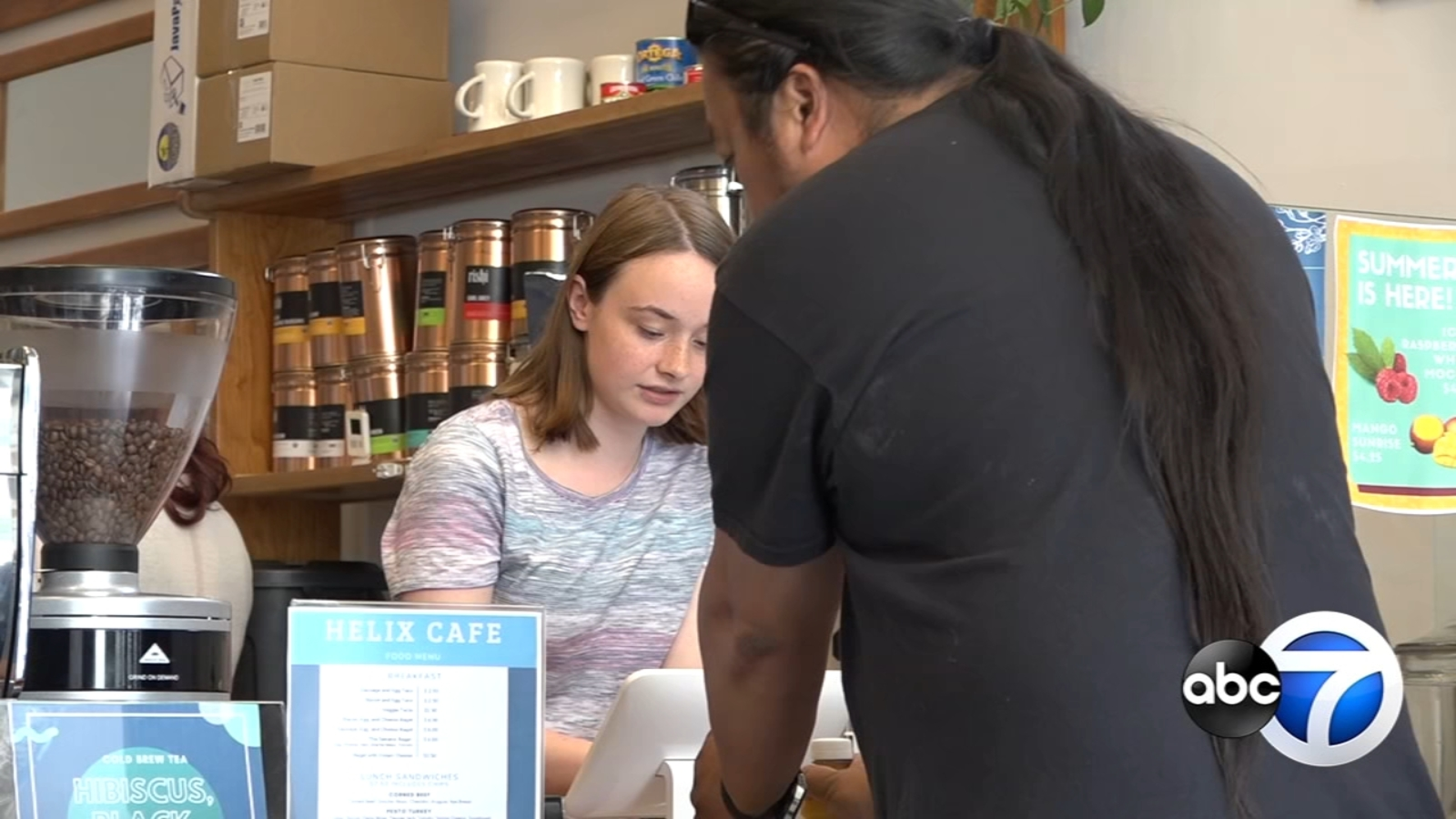 Edgewater cafe provides jobs for unemployed youth in Chicago