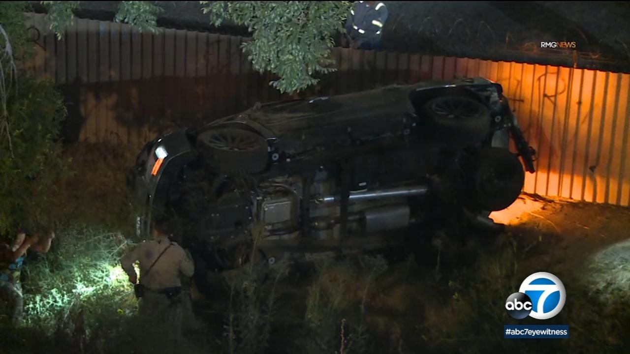 At least 1 killed in crash on 405 Freeway in Van Nuys