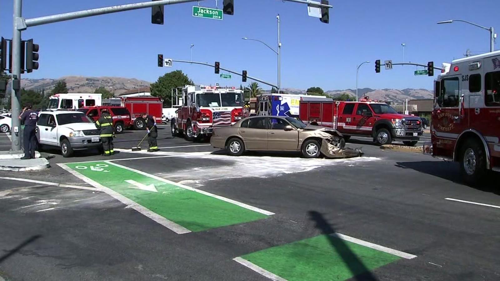 Officer injured in crash involving multiple cars in San Jose