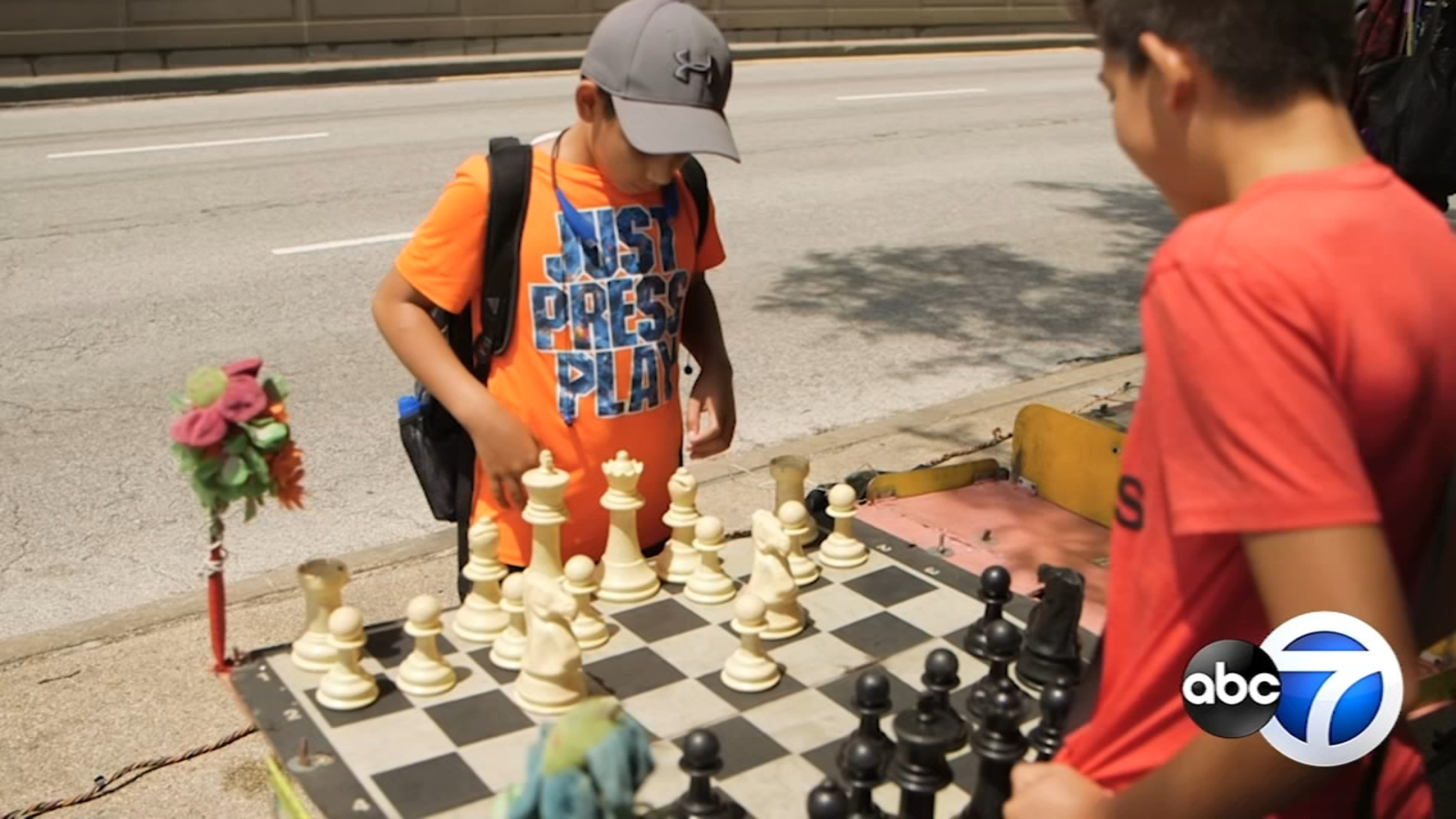 South Side artist brings street chess to downtown Chicago