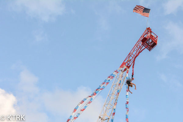"""<div class=""""meta image-caption""""><div class=""""origin-logo origin-image none""""><span>none</span></div><span class=""""caption-text"""">Many kids and parents enjoyed the carnival rides during opening day at the Houston Livestock Show and Rodeo (KTRK Photo/ David Mackey)</span></div>"""