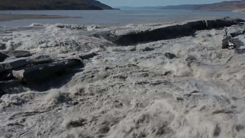 Greenland ice melts rapidly amidst heat wave