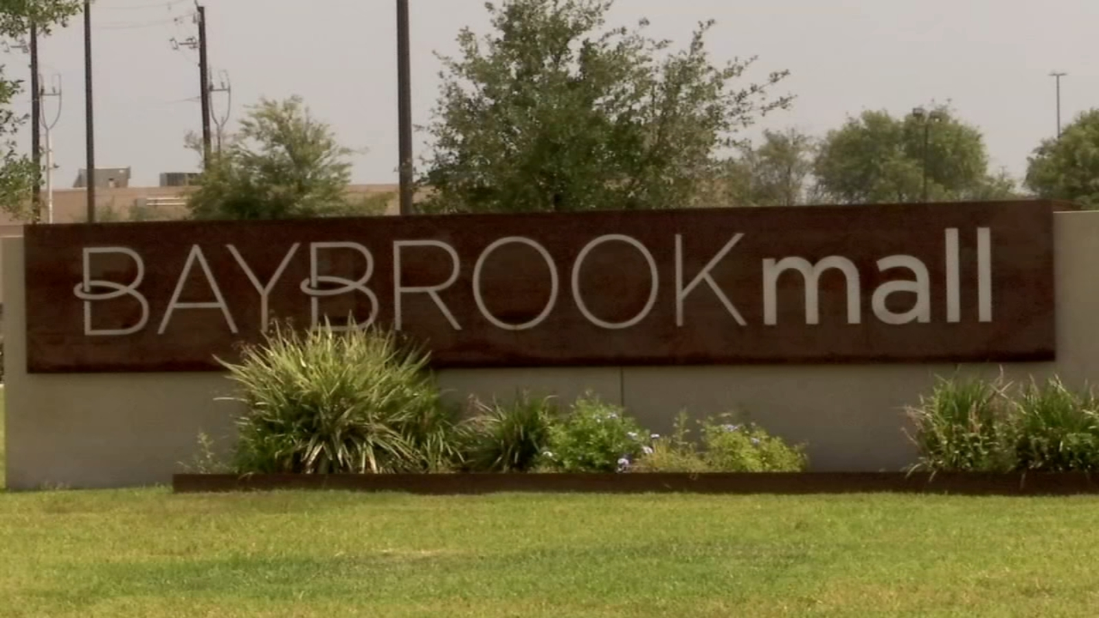 Man with gun sparks scare at Baybrook Mall: police