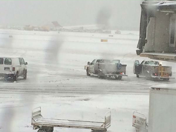 "<div class=""meta image-caption""><div class=""origin-logo origin-image none""><span>none</span></div><span class=""caption-text"">Plane skids off runway at LaGuardia Airport on March, 5, 2015 (Photo by Sarah Wagner via Twitter)</span></div>"