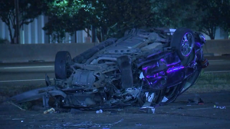 3 people killed after SUV crashes into pickup off Southwest Fwy