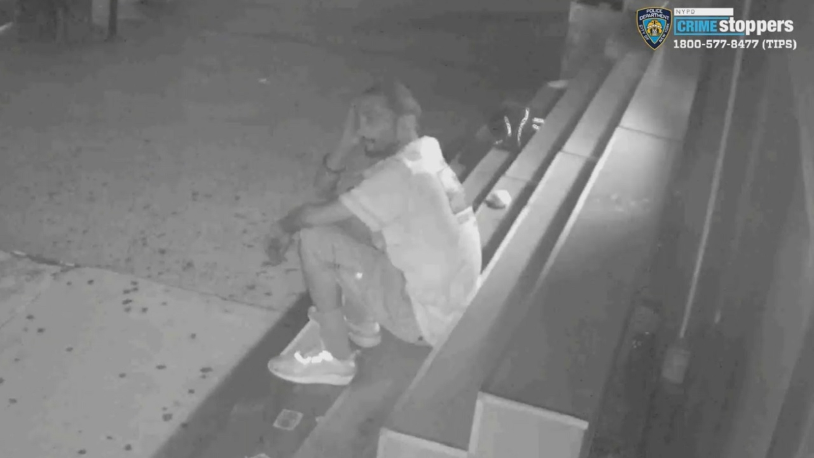 Police: Man robs $5,000 from Queens bagel store