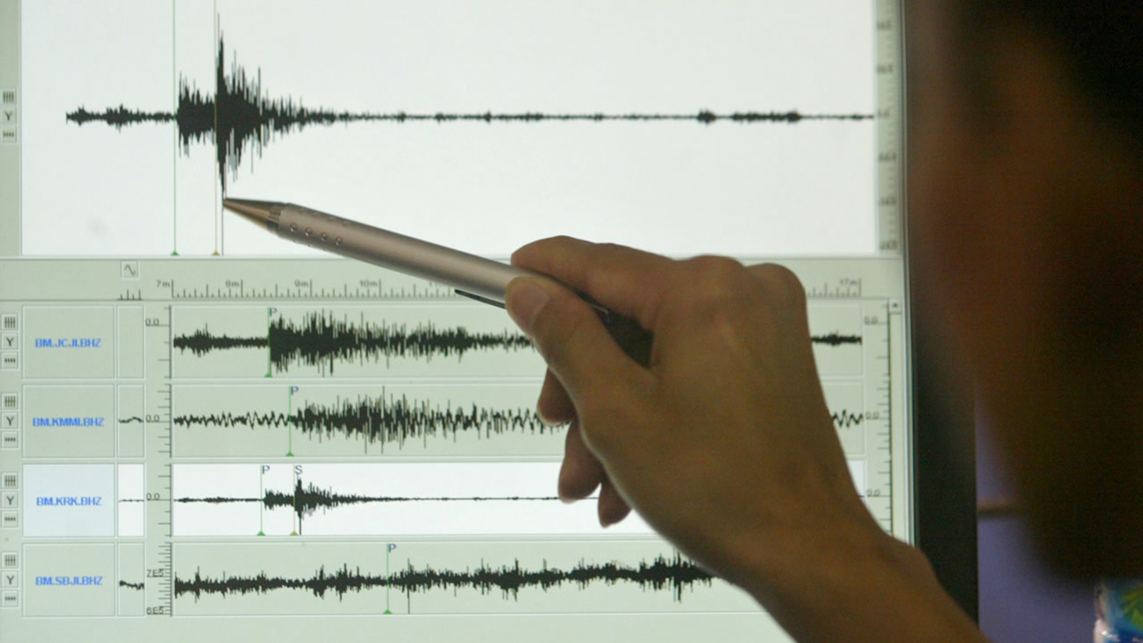 Small cluster of earthquakes may be warning sign of larger one to come, researcher says