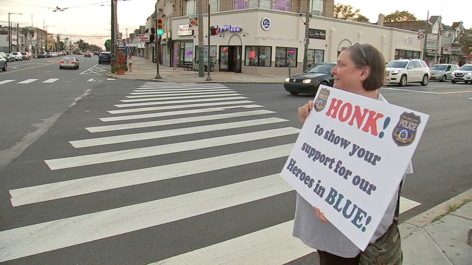 """""""Back the Blue"""" supporters rally in Mayfair for Philadelphia Police"""