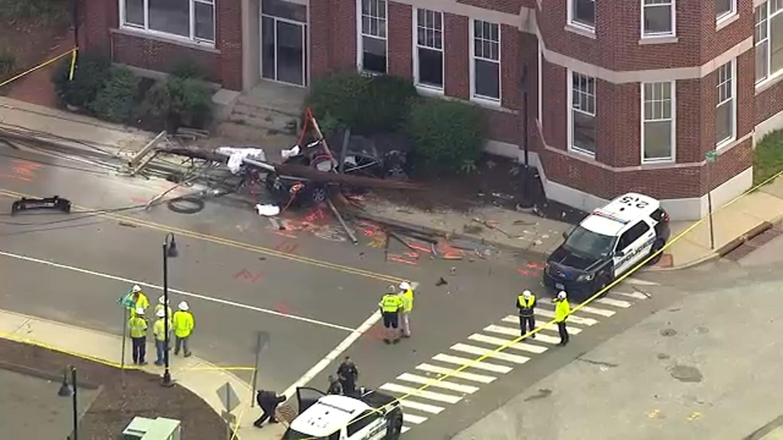 Victim dies after car crashes into light pole