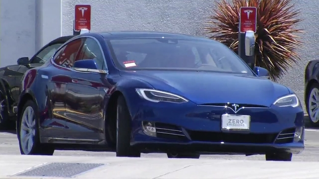 Fire chief: Tesla crash shows electric car fires could