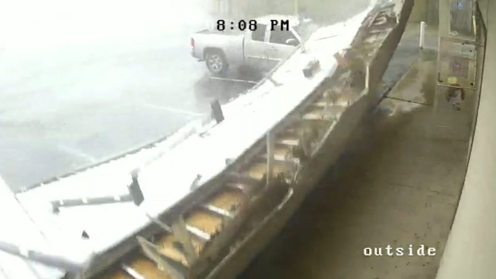 Storm drops awning on top of cars outside Pasadena stores ...