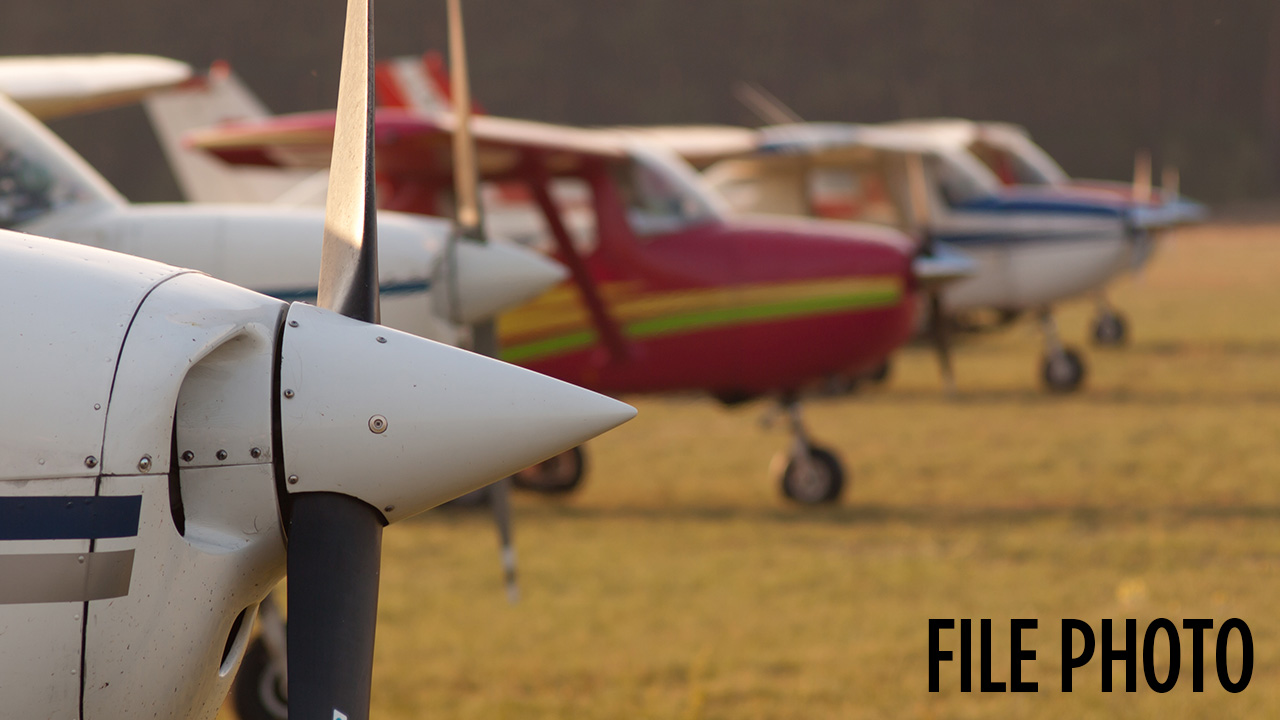 2 unhurt after single-engine plane lands on lake in Orange