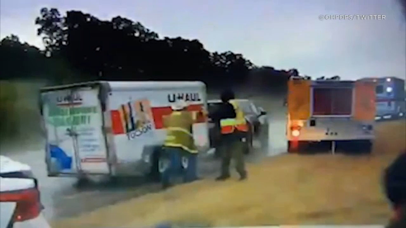 U Haul Trailer Sizes >> Video Suv Pulling U Haul Trailer Plows Into 2 Firefighters