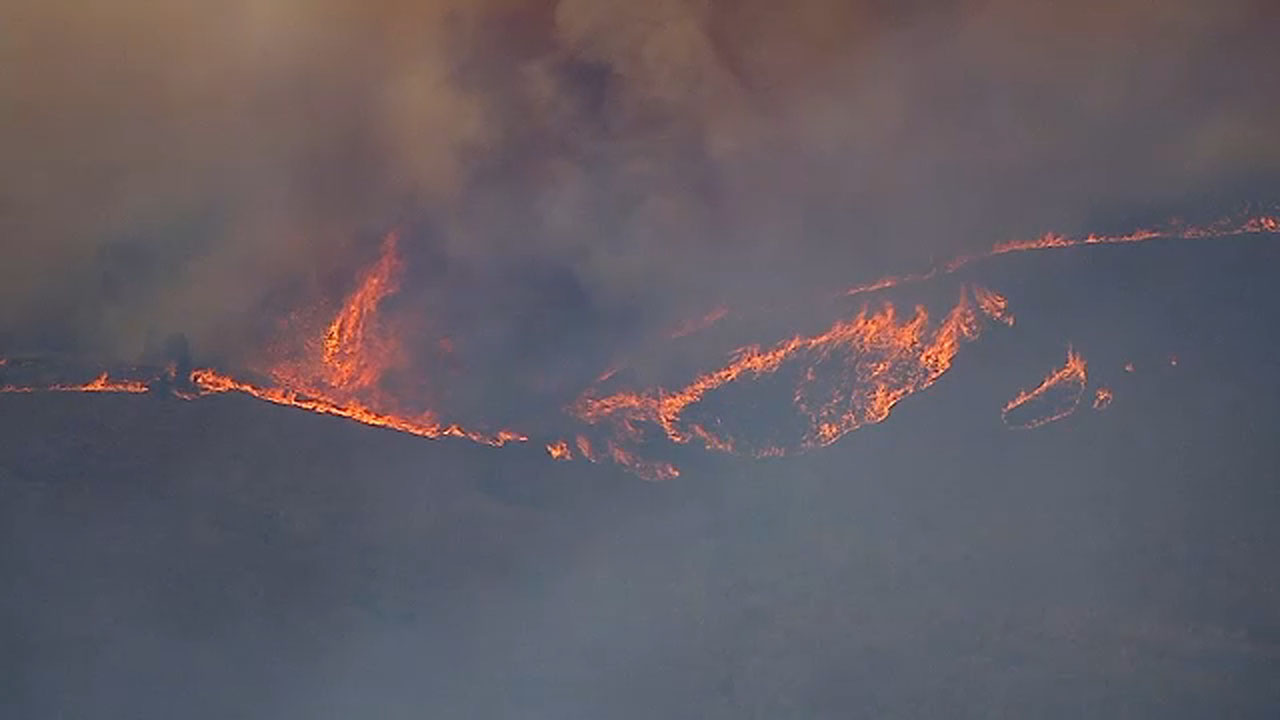 Tenaja Fire near Murrieta scorches 1,400 acres