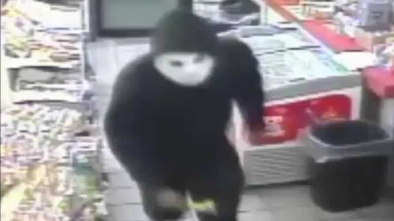 Man attacks gas station worker with hammer
