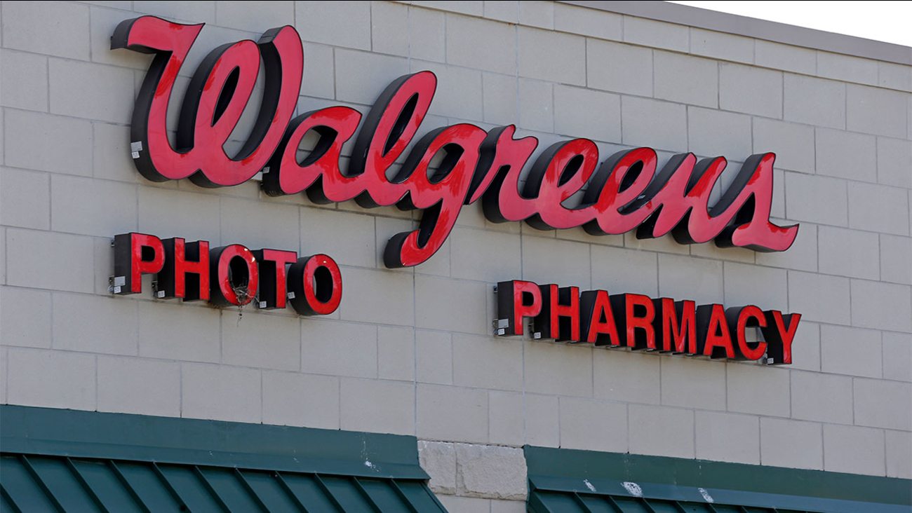 Walgreens, CVS ask customers not to openly carry firearms in