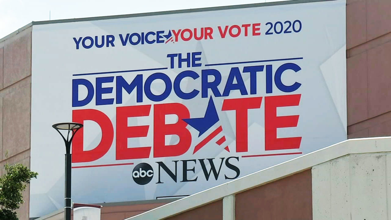 Democratic debate: Economy looms large on students' minds