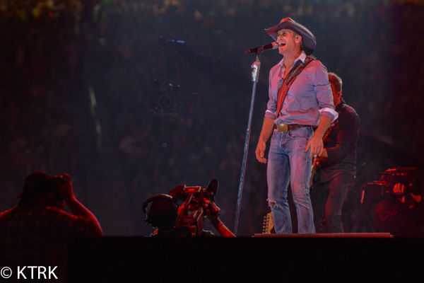 "<div class=""meta image-caption""><div class=""origin-logo origin-image none""><span>none</span></div><span class=""caption-text"">Tim McGraw rocked the RodeoHouston crowd on Tuesday (David Mackey/ABC-13)</span></div>"