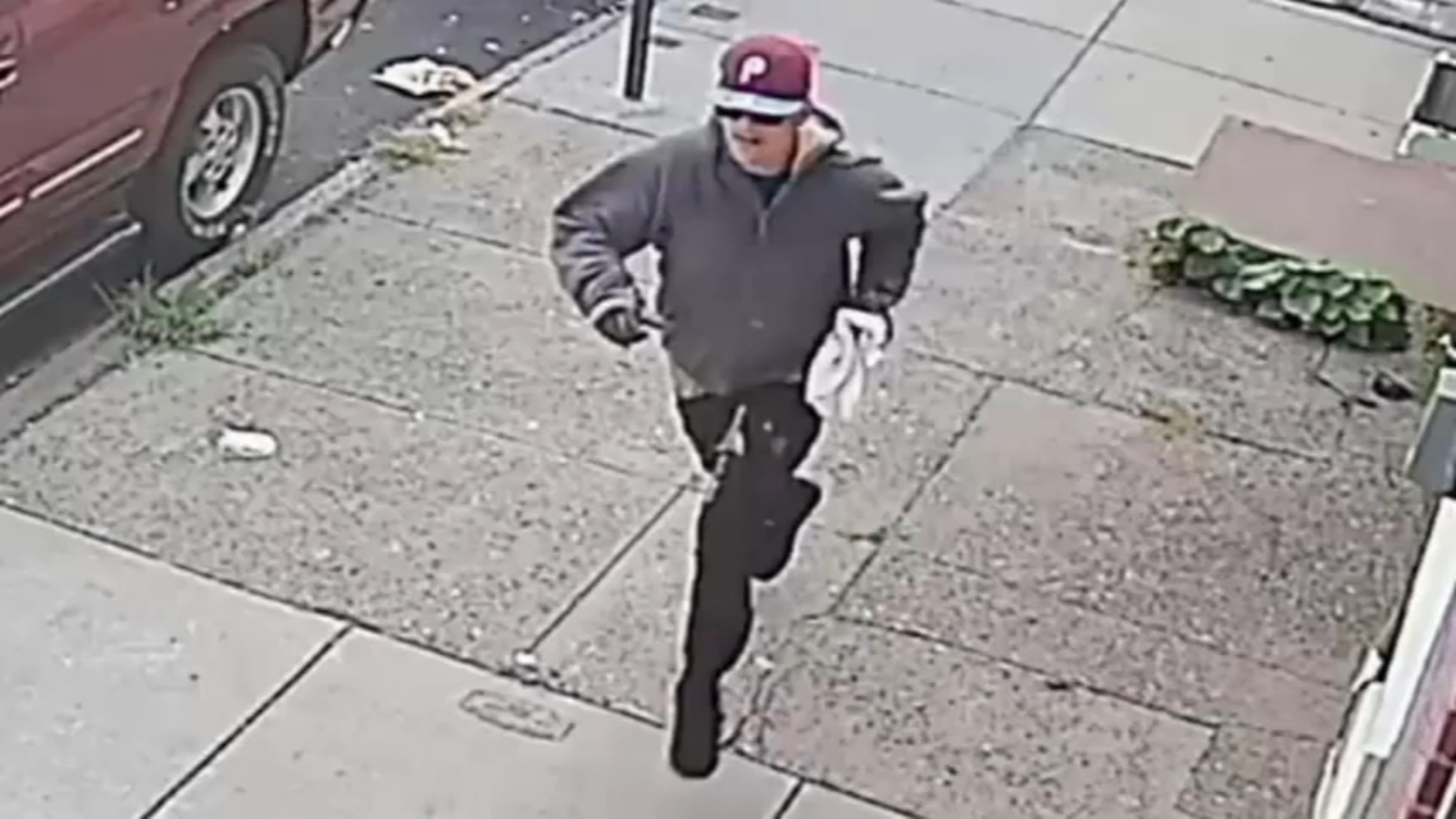 Suspect knocks down 87-year-old, steals payroll bag in South Philadelphia