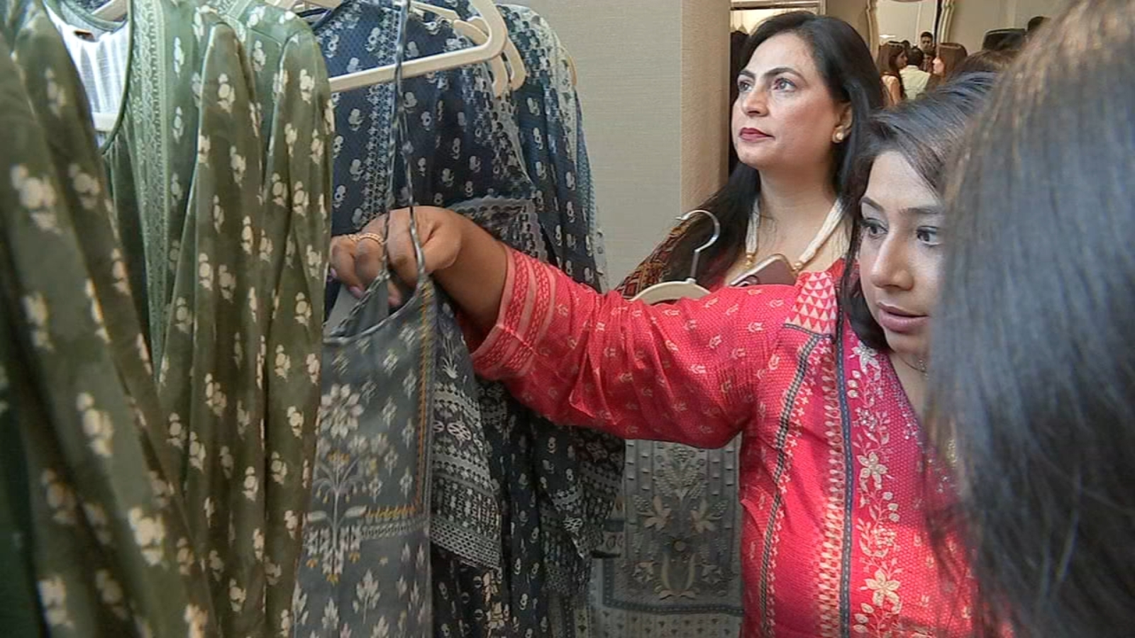 Anita Dongre Famous Indian Fashion Designer Hosts Show At Houston Hotel Abc13 Houston