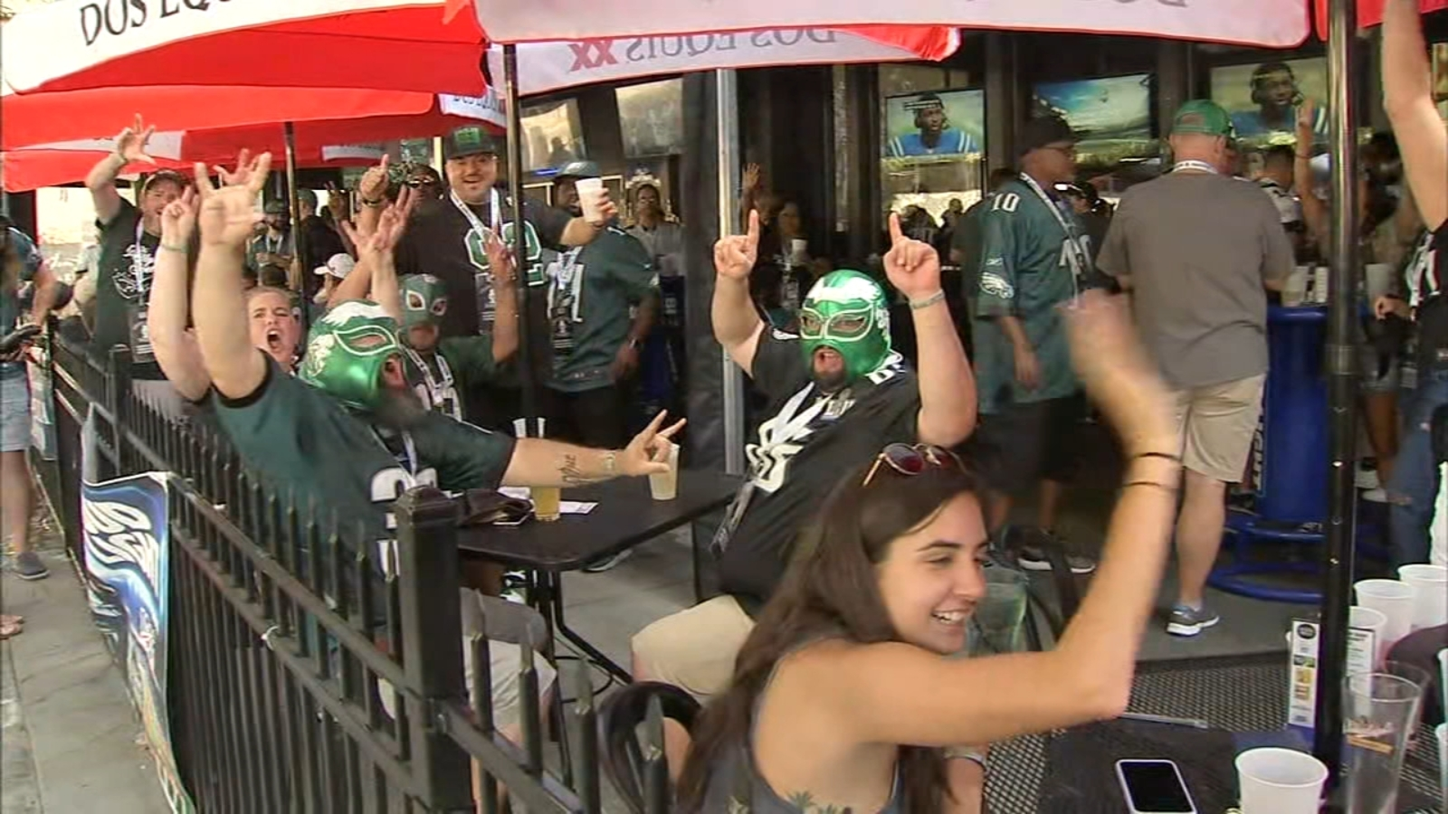 Hundreds of Eagles fans take over Atlanta bar ahead of Sunday Night Football