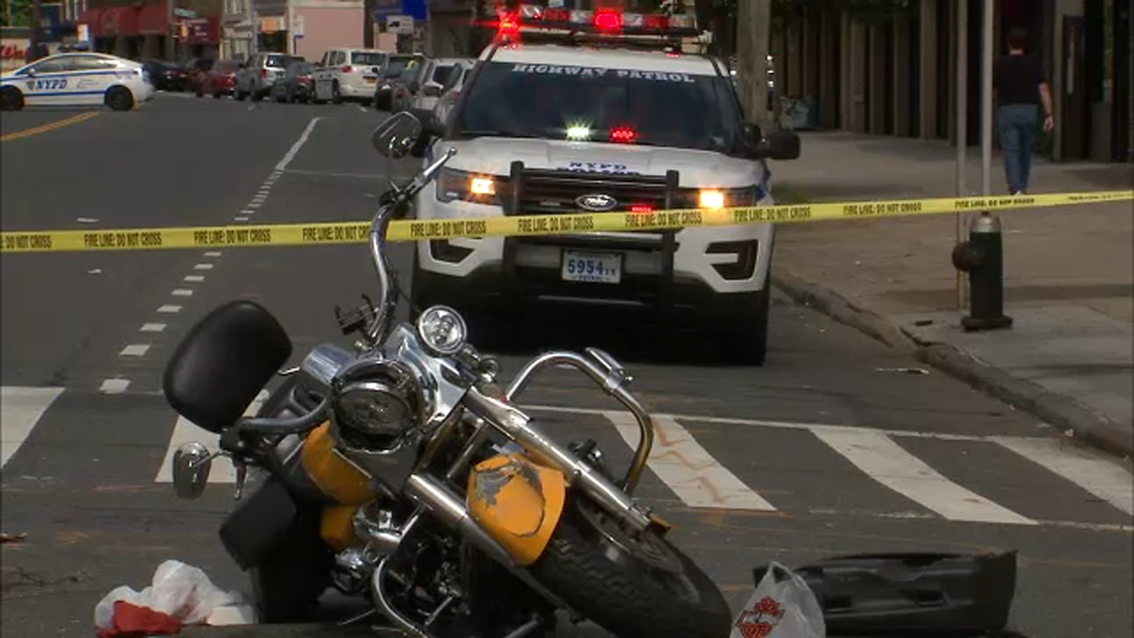 Off-duty NYPD officer critically injured in motorcycle crash in Pelham Bay