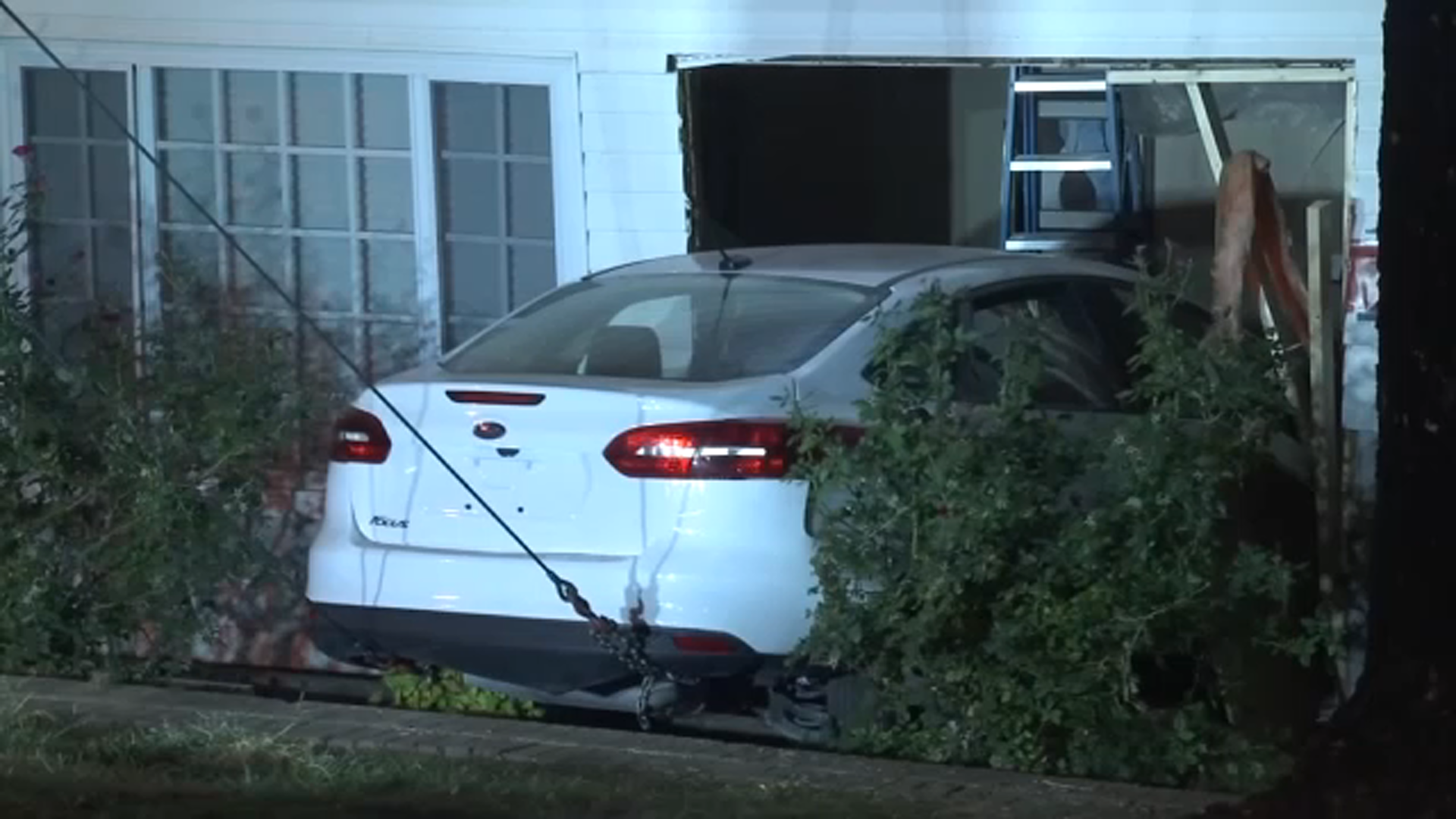 Driver slams into clubhouse at Raleigh apartment complex