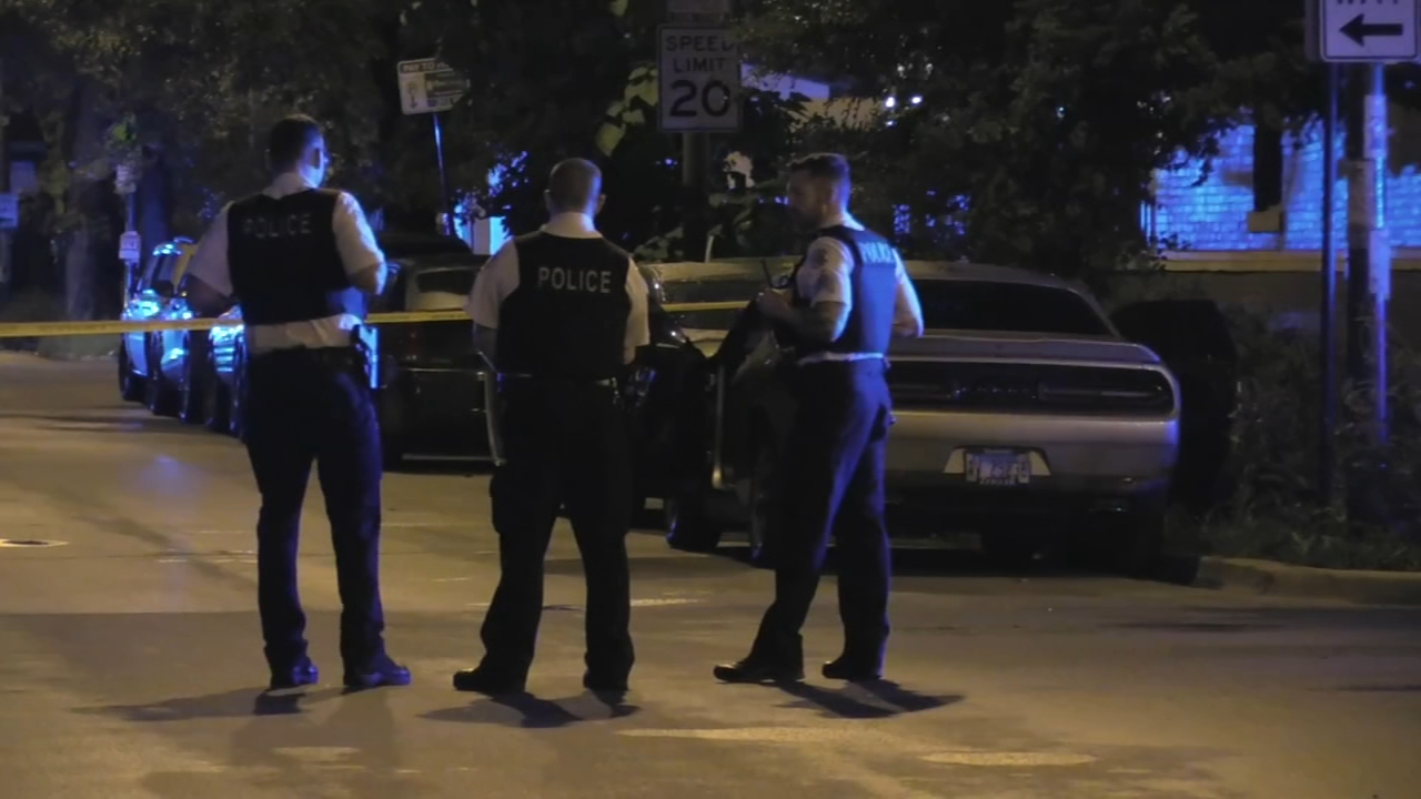 Man fatally shot in front of girlfriend in Logan Square attempted carjacking
