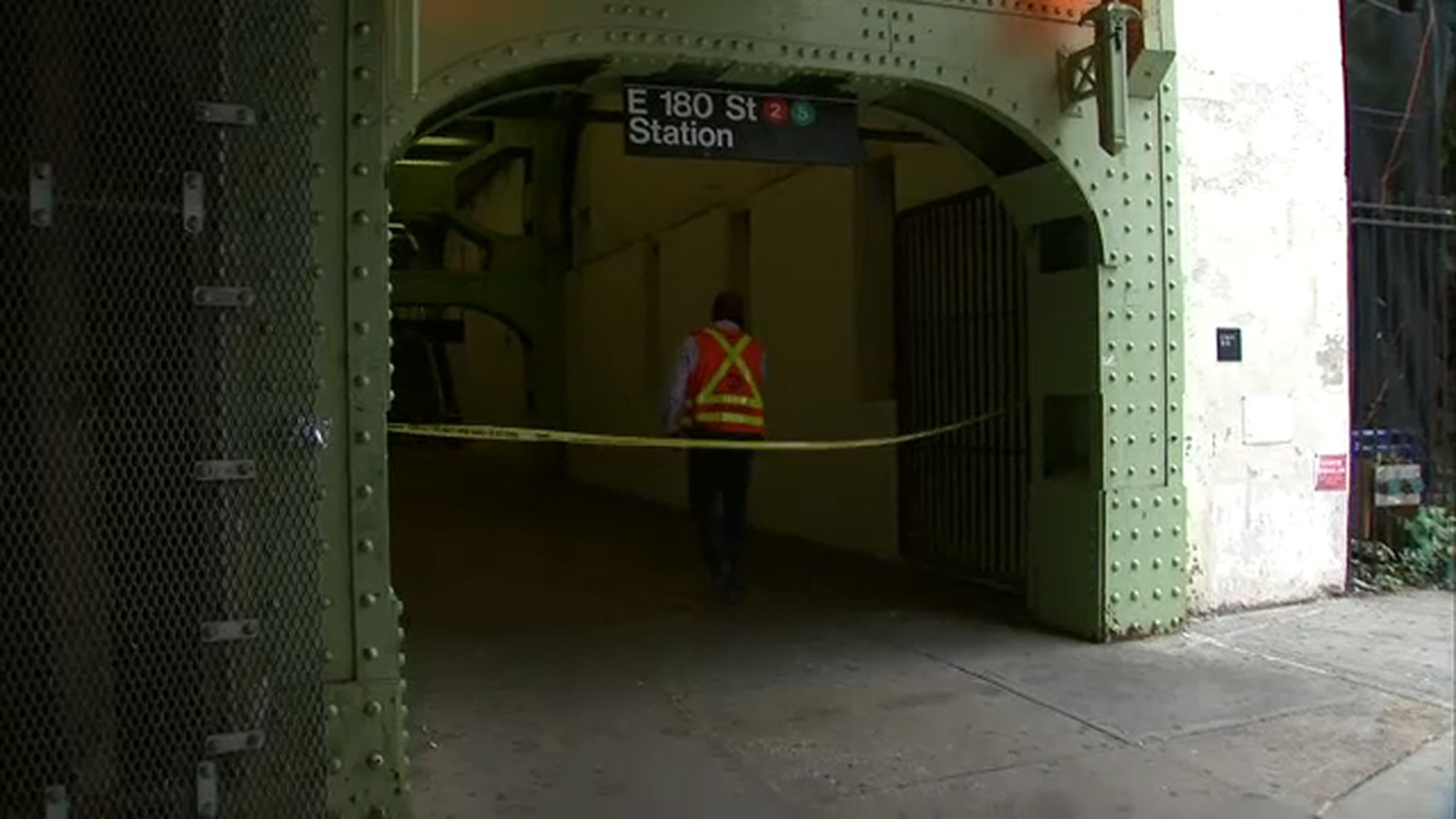 Verbal Dispute Leads To Stabbing At Bronx Subway Station Abc7 New York