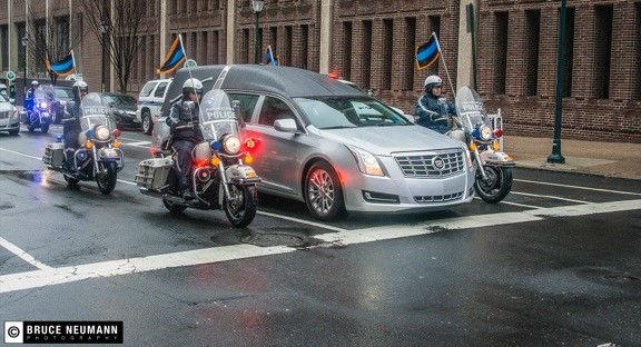 <div class='meta'><div class='origin-logo' data-origin='none'></div><span class='caption-text' data-credit='Photo/=©Gâi'ٖìfqªJ]$D'Ö@ò€XààÀ<'ëõéîçm¿rUdf9b$ï`üHçéøkê2H5EÍlZ2'>Family, friends, and fellow police officers gathered to pay a final tribute to slain Philadelphia Officer Robert Wilson III.</span></div>
