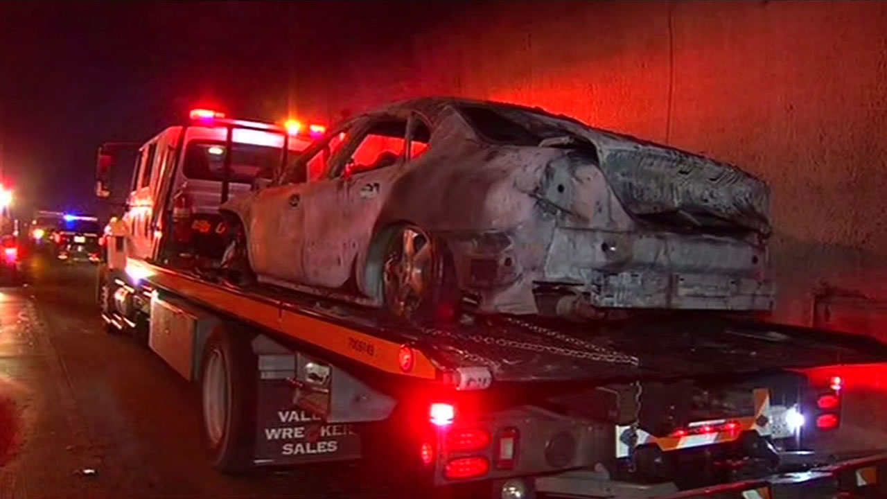 """<div class=""""meta image-caption""""><div class=""""origin-logo origin-image none""""><span>none</span></div><span class=""""caption-text"""">The car that caught fire on the eastbound bore of the Caldecott Tunnel Monday morning, Mar. 16, 2015.  Dozens of people fled from their vehicles on foot. ((KGO-TV))</span></div>"""