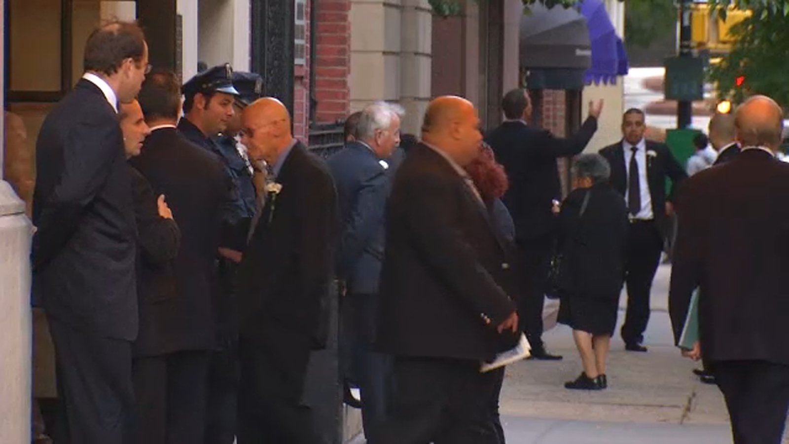 NYPD steps up patrols outside NYC synagogues for Yom Kippur